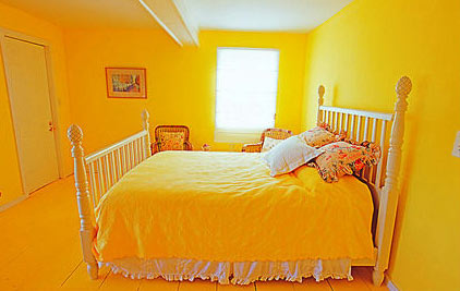 Bright colors should be avoided in the bedroom