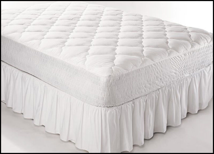 Mattress pad with dust ruffle