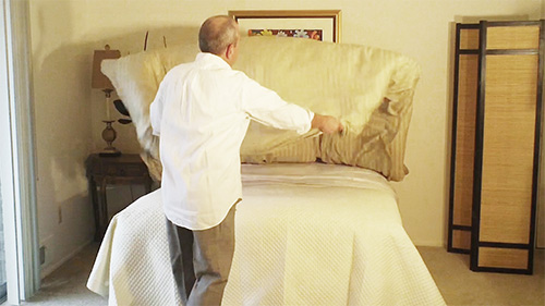 Once the down comforter is stuffed, shake it to distribute it evenly inside the cover